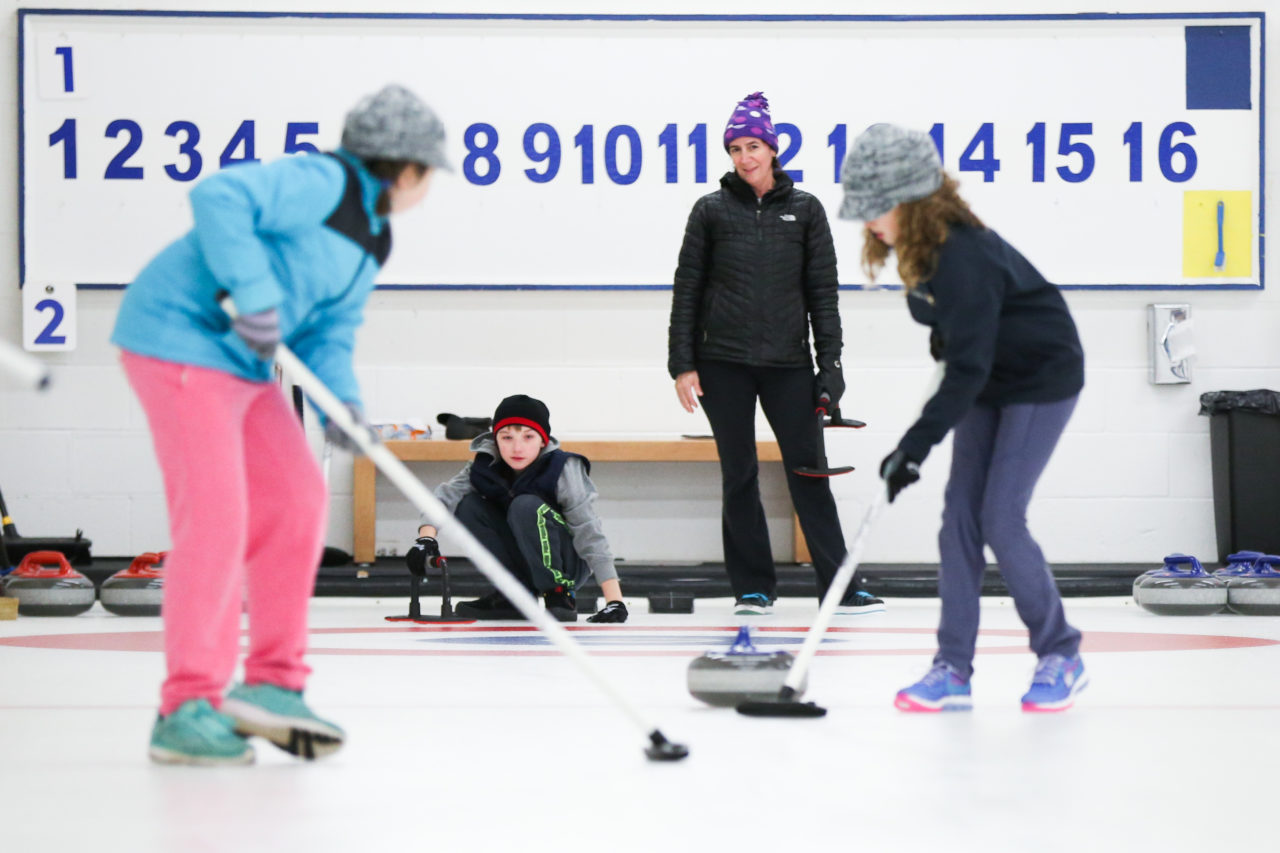 Individuals who are curling may use the south entrance of the club to access the Curling rink. Food and beverage service is available in the Curling lounge.<br /> <br /> Our goal at Donalda Club is to make your stay a memorable one. We strive to provide you with exceptional service in a laid-back cottage feel atmosphere.